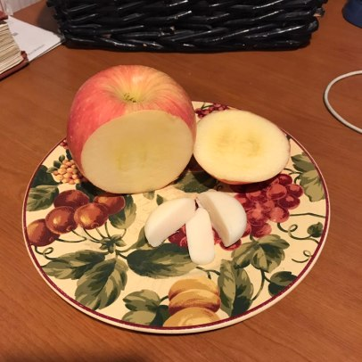 Fuji Apple with a Baby Bell (Light) cheese 1sp